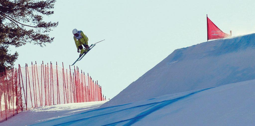 Skicross SC Rottach-Egern Franz Pietzko Sprung Piste Fangzäune
